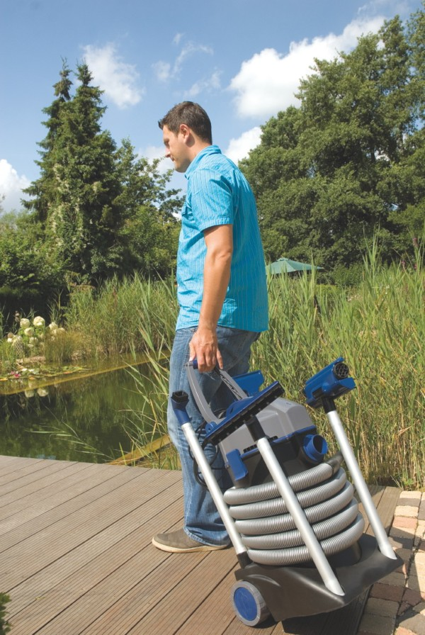 Oase Pondovac 4 Pond Vacuum - Built-in wheels and adjustable handle allow for easy movement and transportation