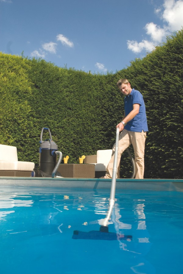 Oase Pondovac 4 Pond Vacuum - Cleaning the Swimming Pool