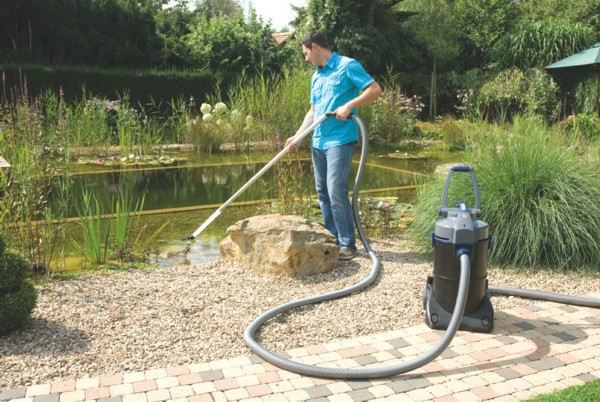 Oase Pondovac 4 Pond Vacuum - Vacuuming the Pond